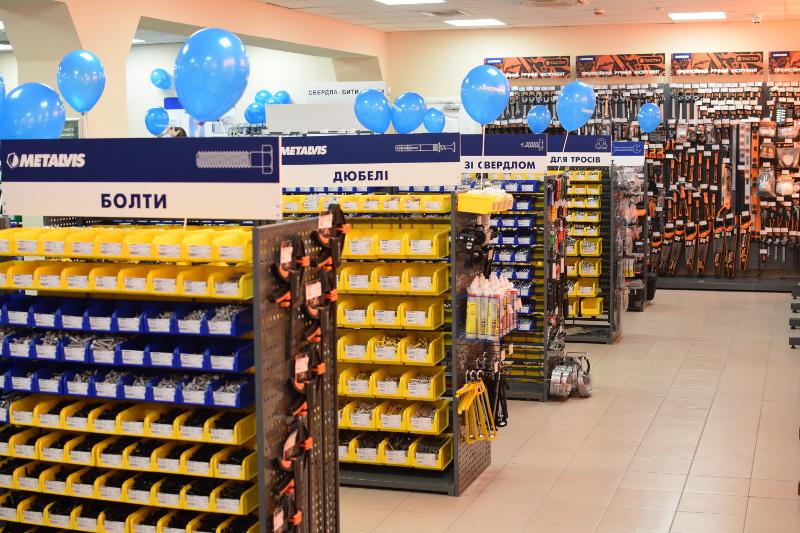 Новый фирменный магазин крепёжных изделий METALVIS на левом берегу